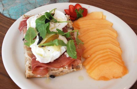 poached egg dish urth caffe Laguna Beach